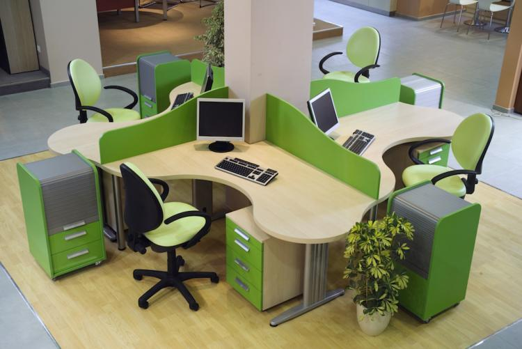 На выбор – десятки фактур и цветов мебели эконом и бизнес-класса